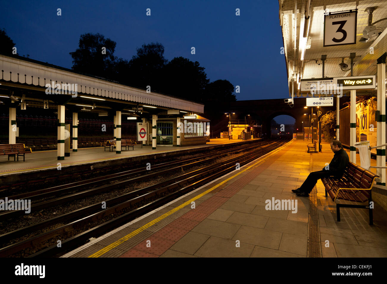 finchley central tube station at 5.30 am southbound - Stock Image