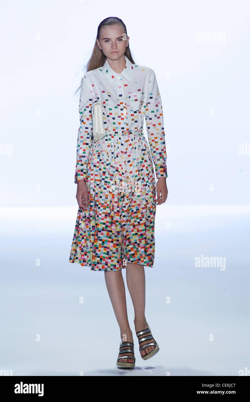 Anne Klein New York Ready to Wear Spring Summer Model long blonde hair wearing white shirt dress multicoloured mosaic Stock Photo