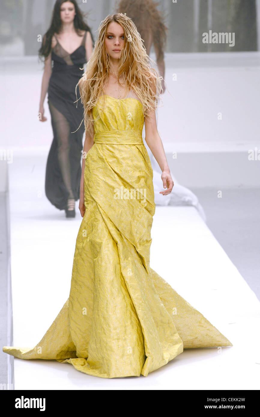 Nina Ricci Paris Ready To Wear Autumn Winter Model Wearing Yellow Stock Photo Alamy