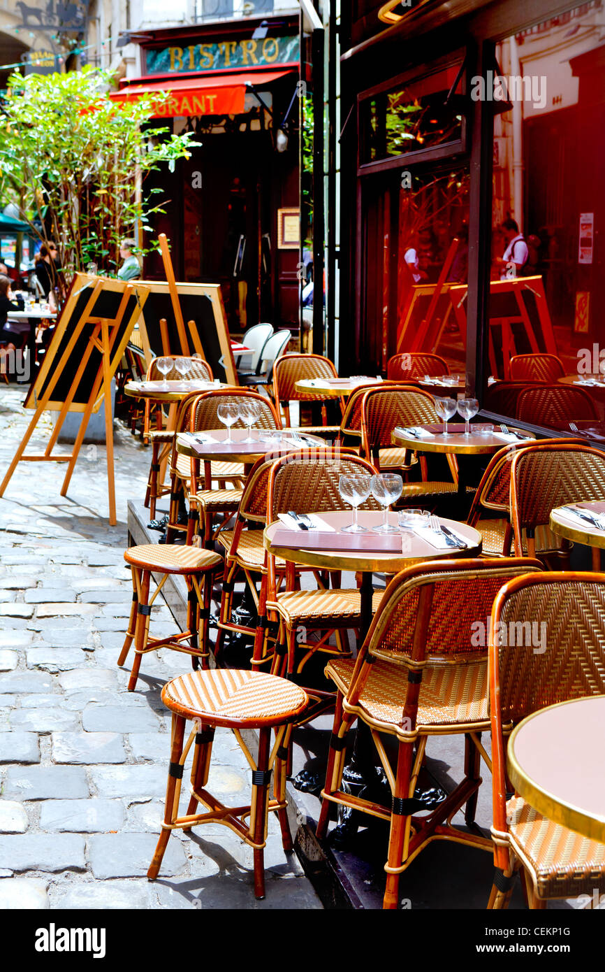 French Restaurant Tables And Chairs Elegant Place Paris