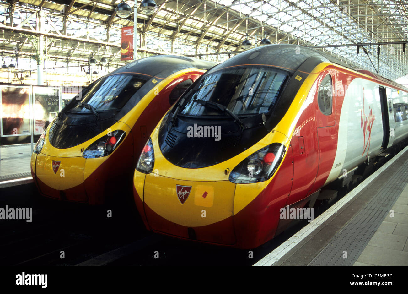 Great Britain, England, Manchester, Picadilly station, Virgin trains on platform. - Stock Image