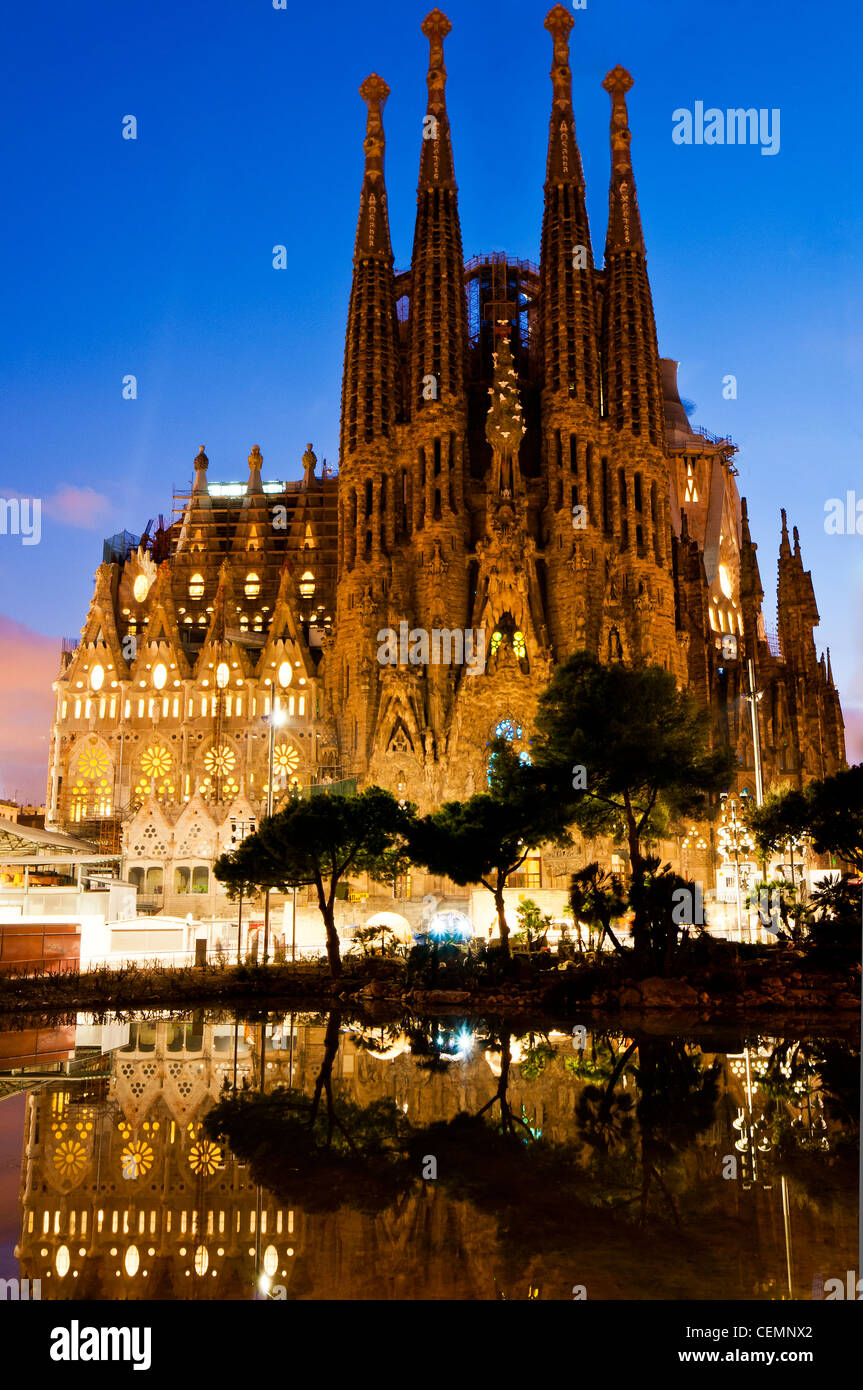 Imagenes Sagrada Familia Navidad.View At Dusk Of Navidad Facade Of The Sagrada Familia Church