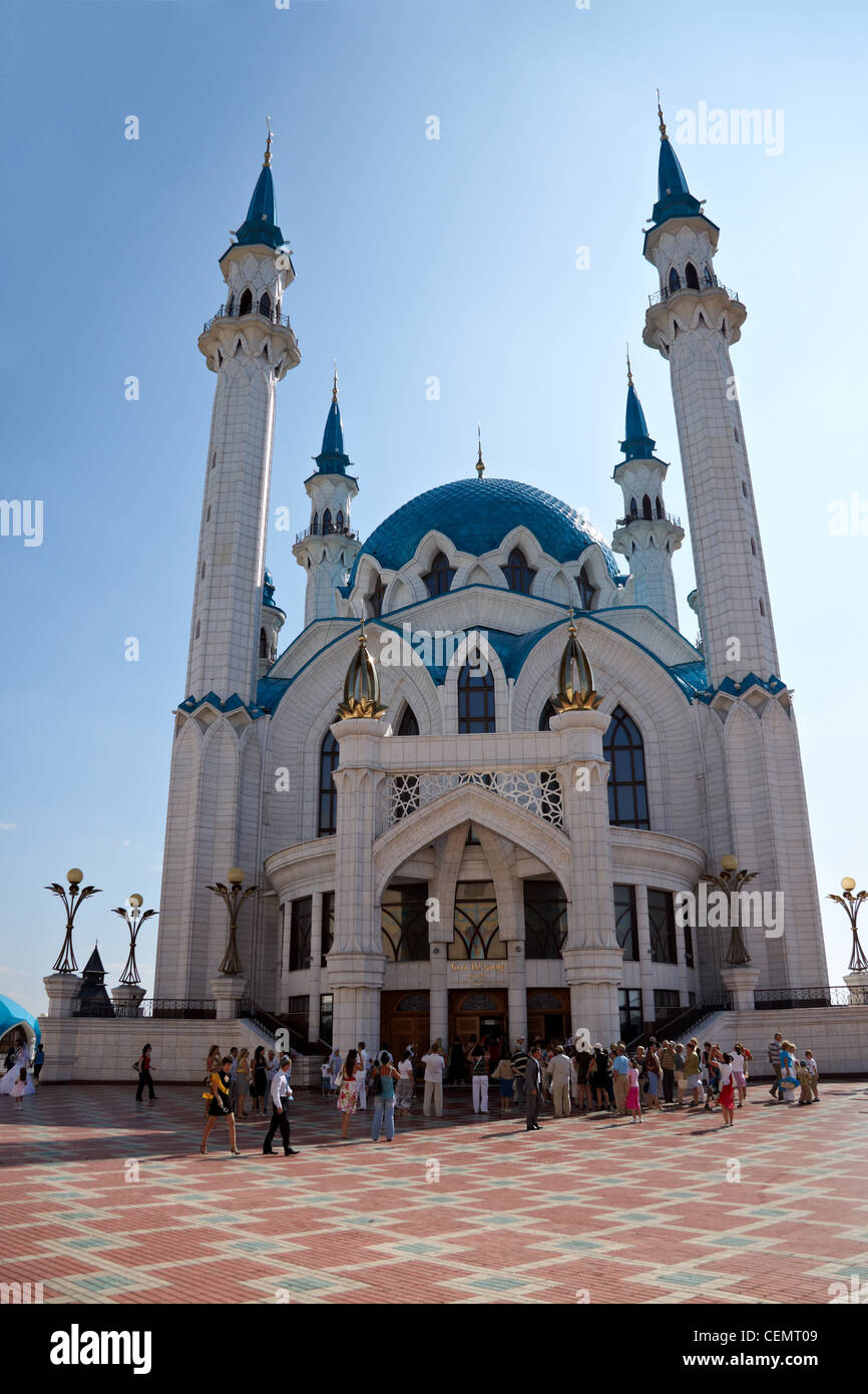 KAZAN, RUSSIA - AUGUST 01: Moslems leave Kul Sharif Mosque after prayers on August 01, 2009 in Kazan, Russia - Stock Image