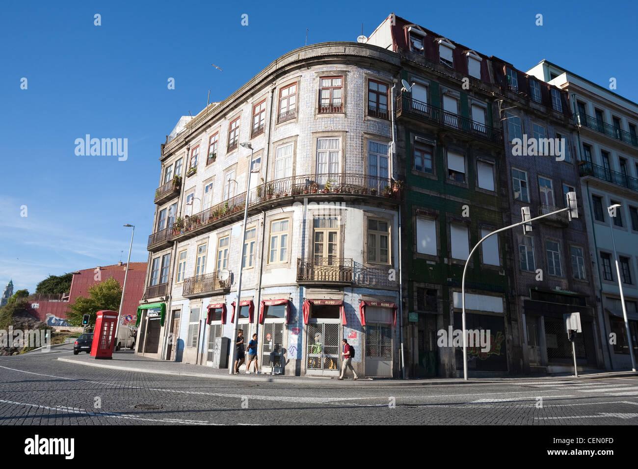 Street scene near the Porto Cathedral - Porto, Porto District, Norte Region, Portugal - Stock Image