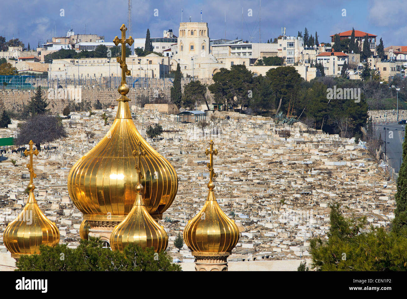 Muslim graves, gold spire of Church of Mary Magdalene and the old City of Jerusalem viewed from the Mount of Olives - Stock Image