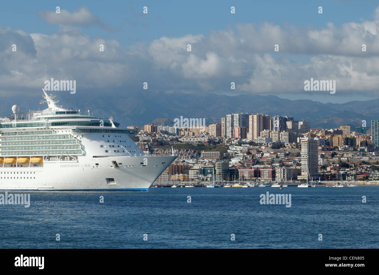 Cruise ship 'Independence of the Seas' arriving at Las Palmas on Gran Canaria, Canary Islands, Spain - Stock Image