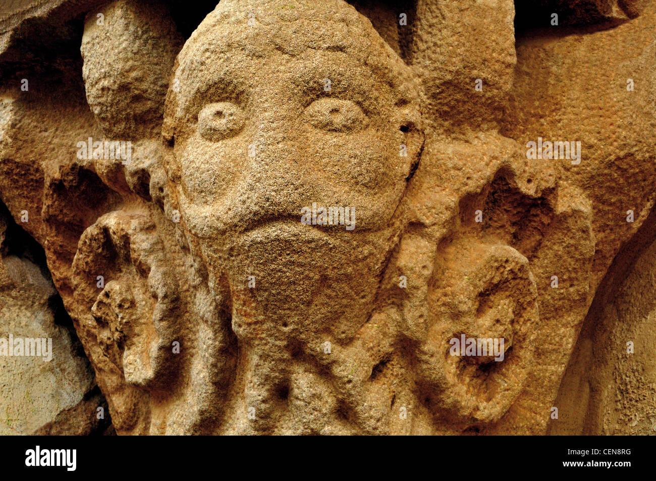 Spain, St. James Way: Detail of a romanesque capital of the eremite church Santa Maria de Eunate - Stock Image