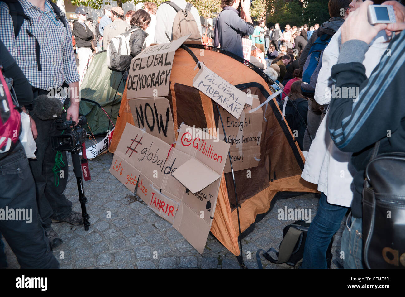 A tent covered in slogans on the first day of the Occupy LSX protest camp outside St Paul's Cathedral, London - Stock Image