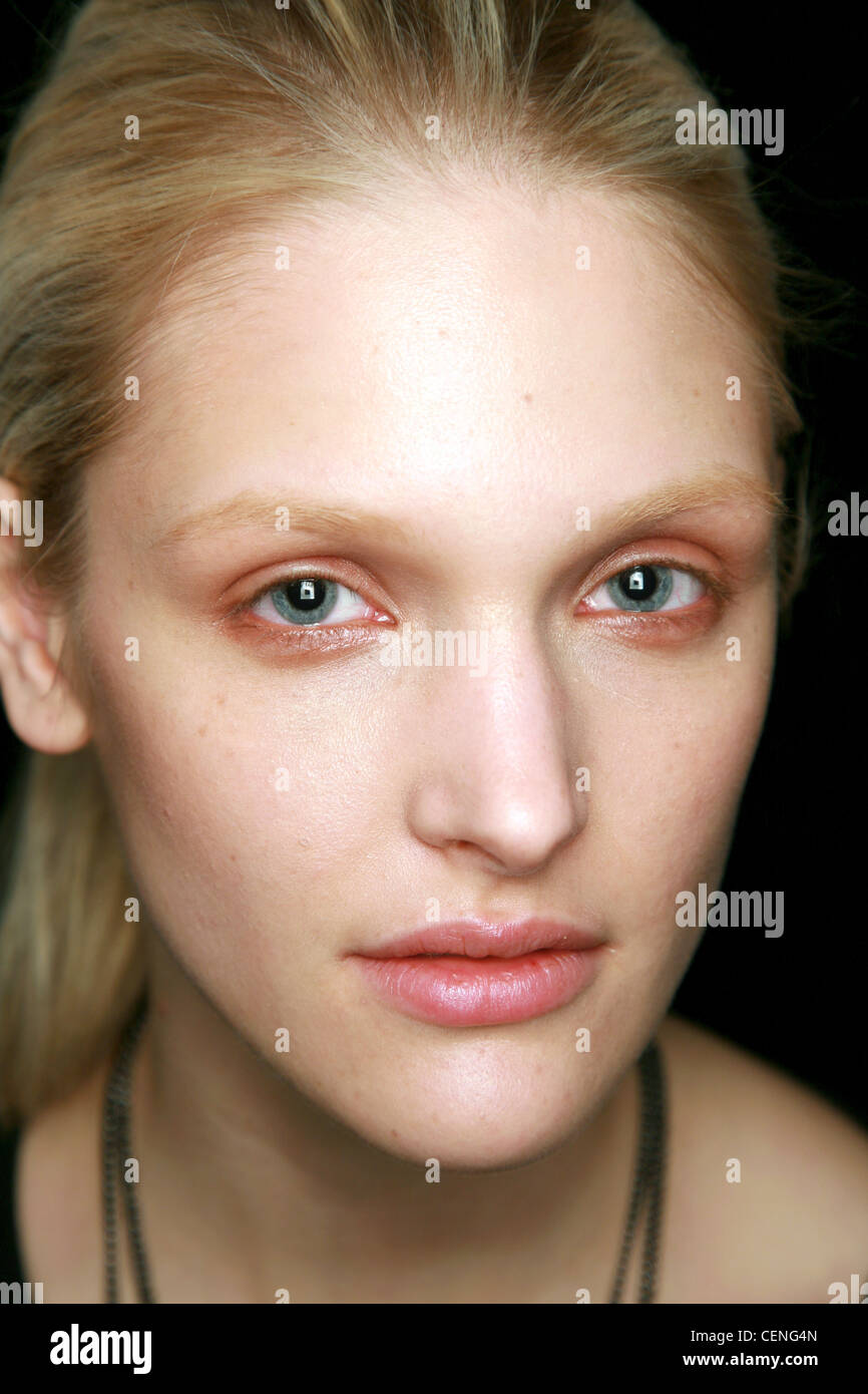 BCBG Backstage New York Ready to Wear Autumn Winter Head shot of blonde female wearing smudged shimmering copper - Stock Image