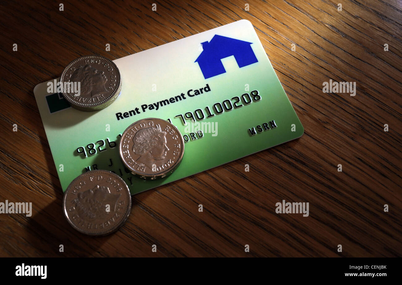RENT PAYMENT CARD WITH BRITISH POUND COINS RE RENTAL MARKET HOUSING RENTING COUNCIL RISING RENTS BUY TO LET PROPERTY Stock Photo
