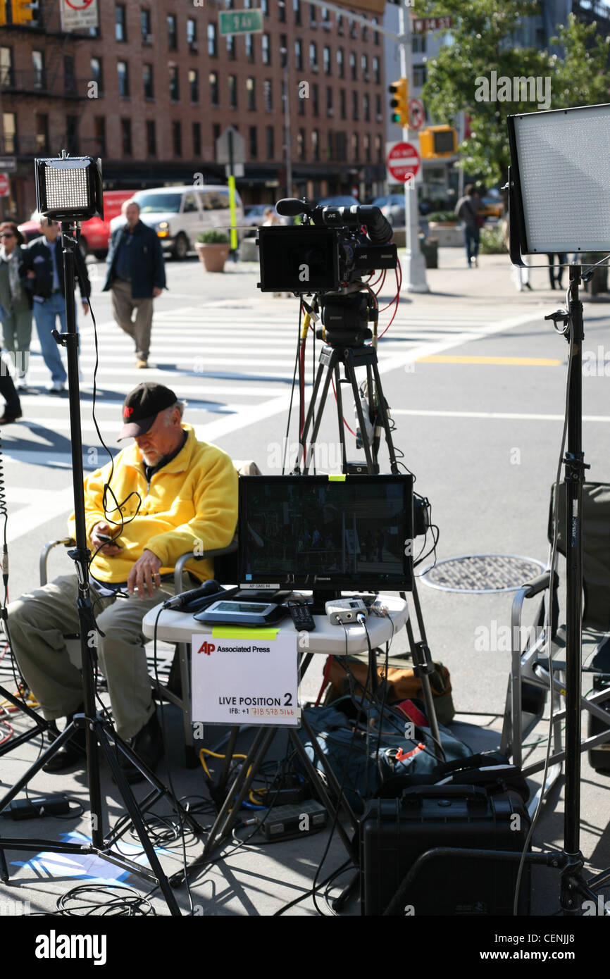 Associated Press team set up outside the 14th Street Apple Store in New York to report on the death of Steve Jobs - Stock Image