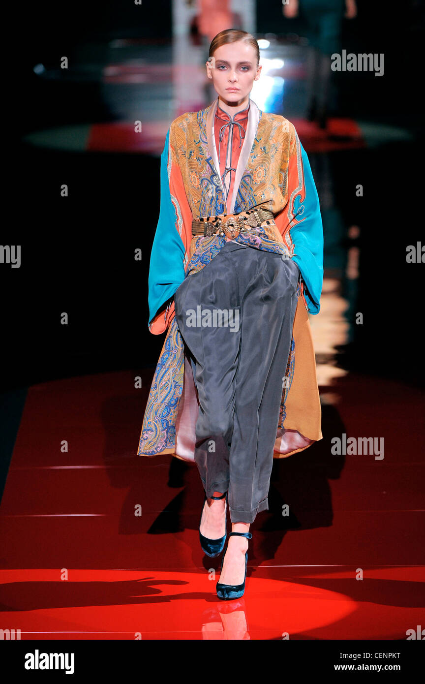 4e500ef7f0dcf Etro Milan Ready to Wear Autumn Winter Patterned kaftan coat