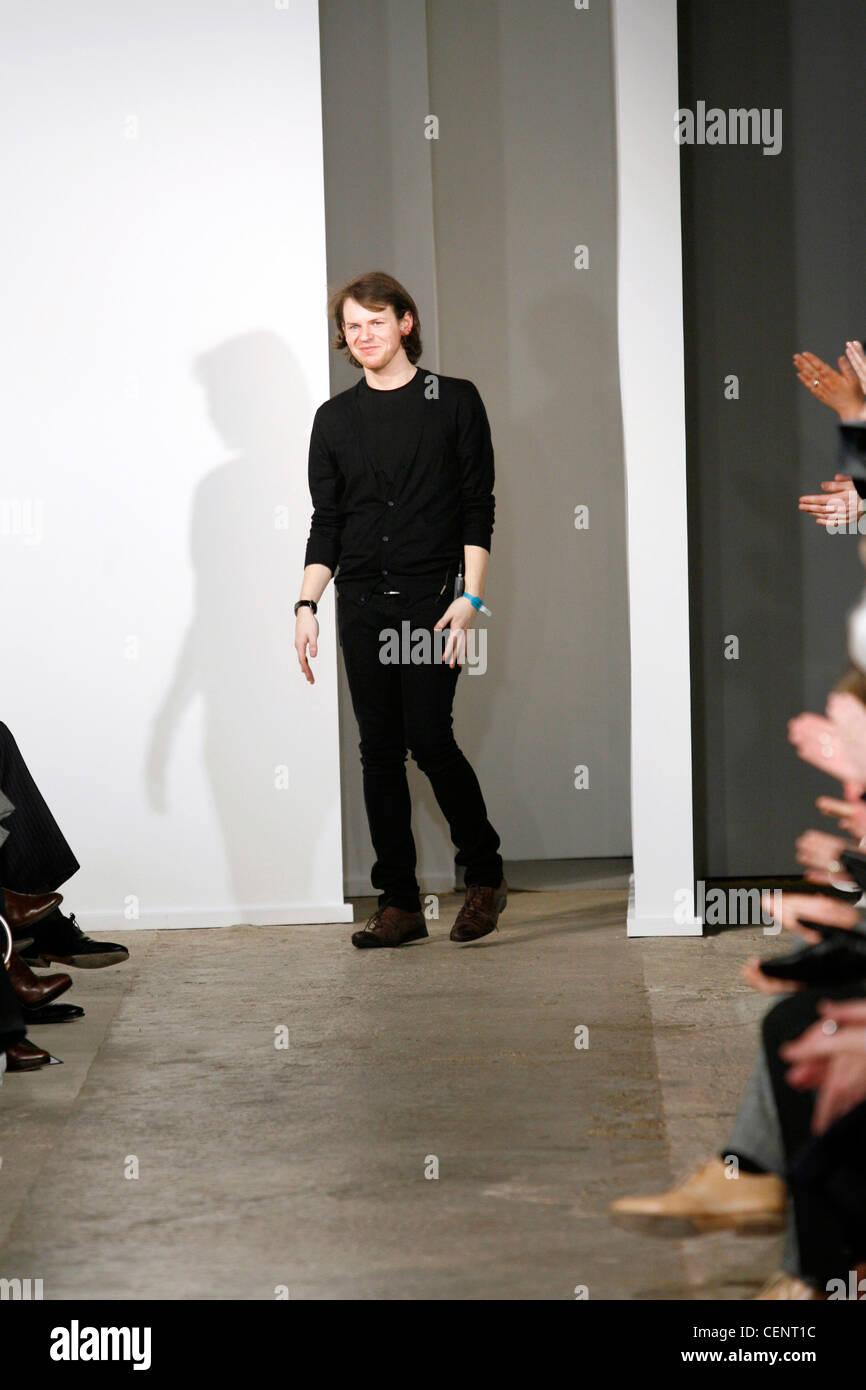 Christopher Kane London Ready To Wear Autumn Winter Fashion Designer Stock Photo Alamy