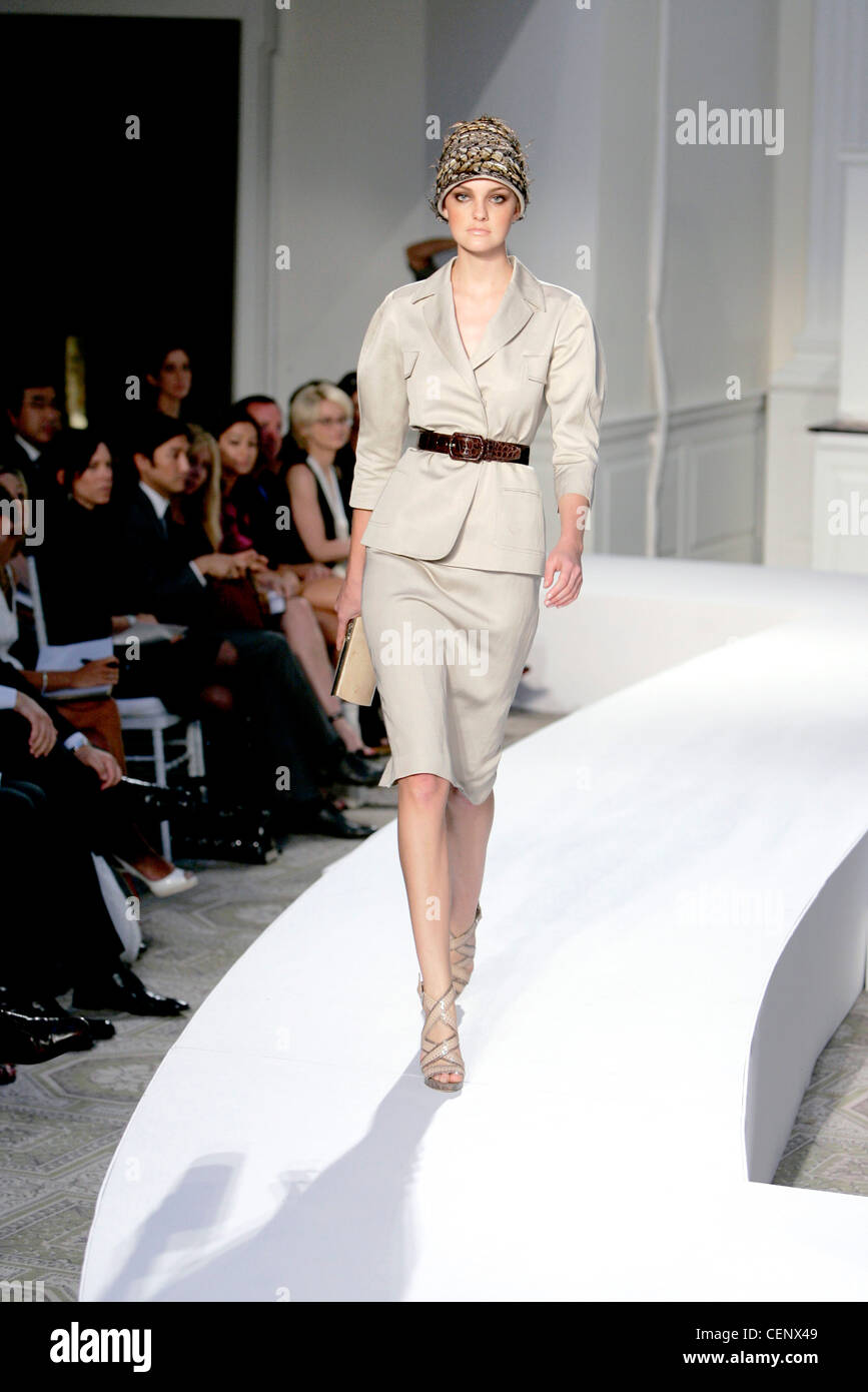Oscar de la Renta New York Ready to Wear Spring Summer Beige safari skirt  suit 2dff3792181