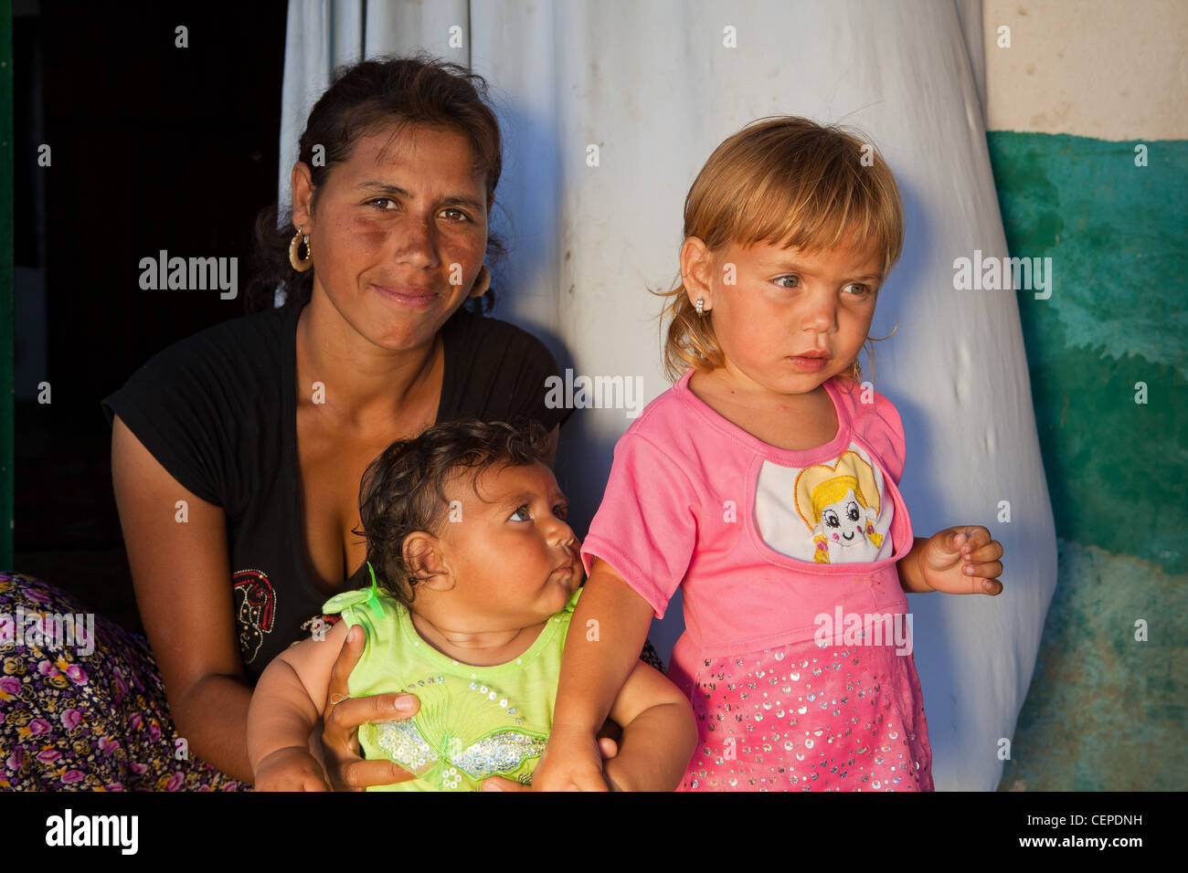 Roma gypsy mother with children in Bulgaria - Stock Image