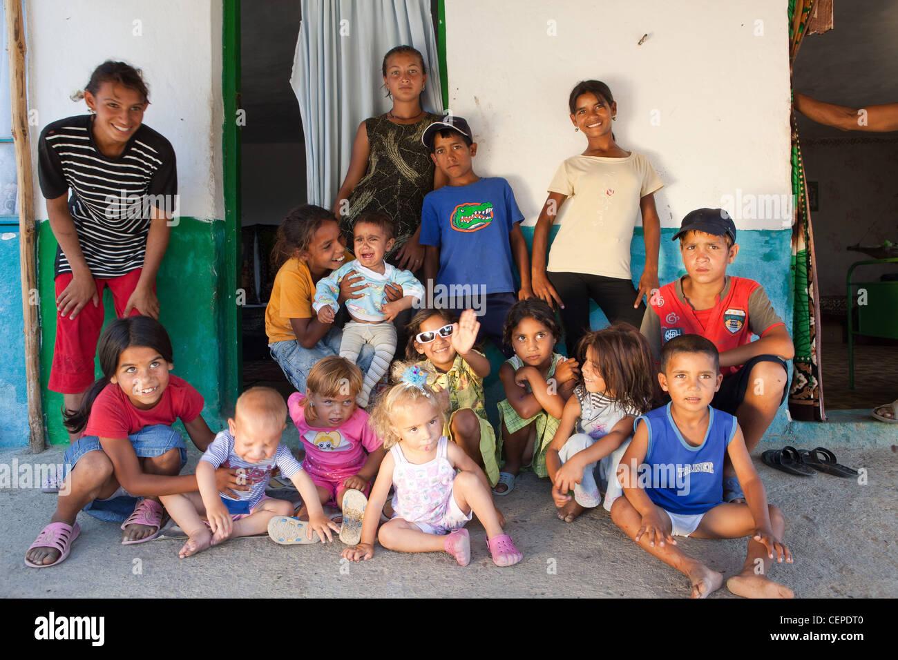 Roma gypsy family posing in Bulgaria - Stock Image