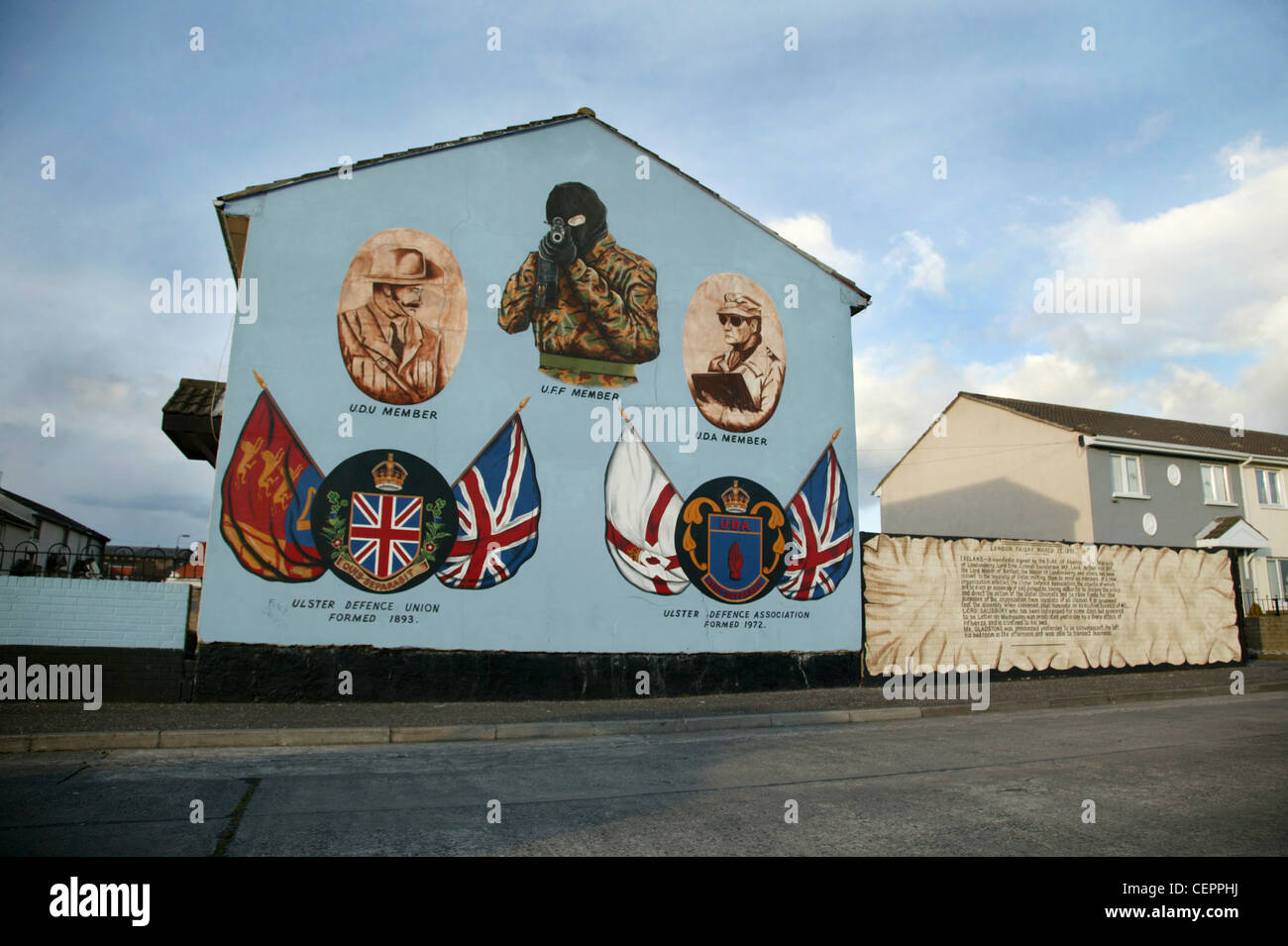 Political murals from the Ulster defence union in Boundary street. - Stock Image