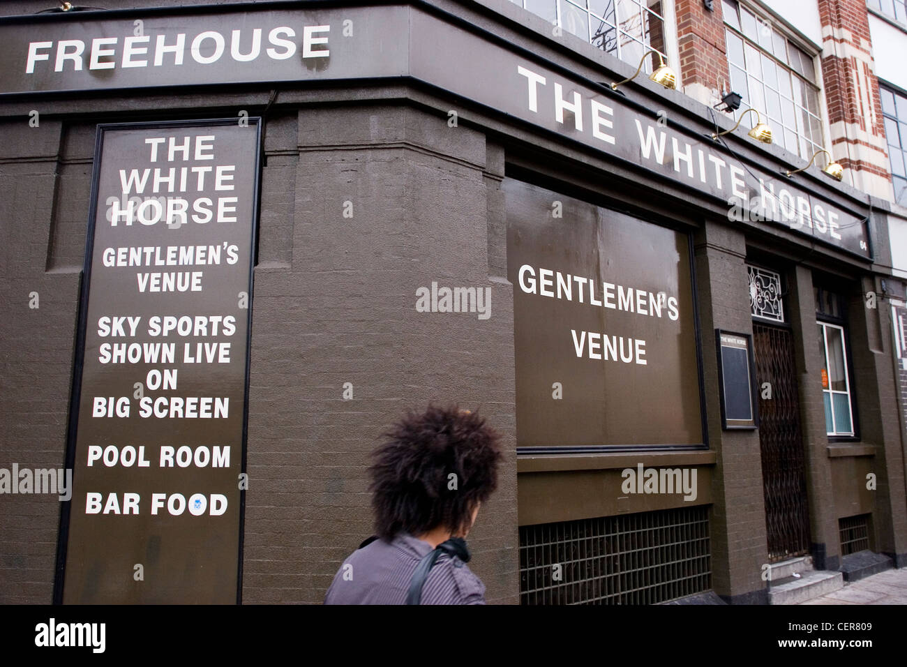 The White Horse in Shoreditch. It is thought at the name Shoreditch comes from 'Soersditch', or 'Sewer - Stock Image