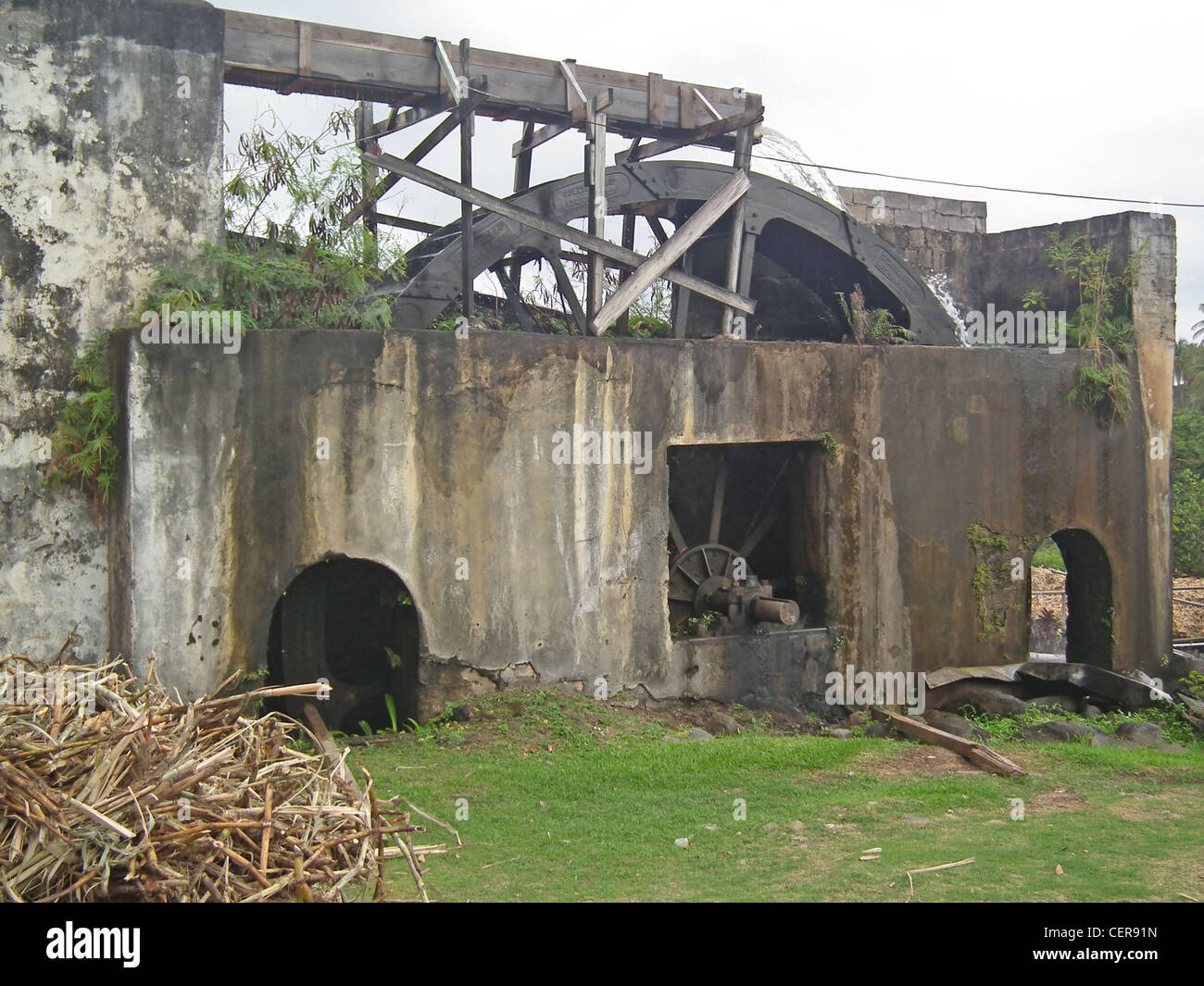 GRENADA Rum factory - 18th century water-wheel power to crush the sugar cane. Photo Tony Gale - Stock Image