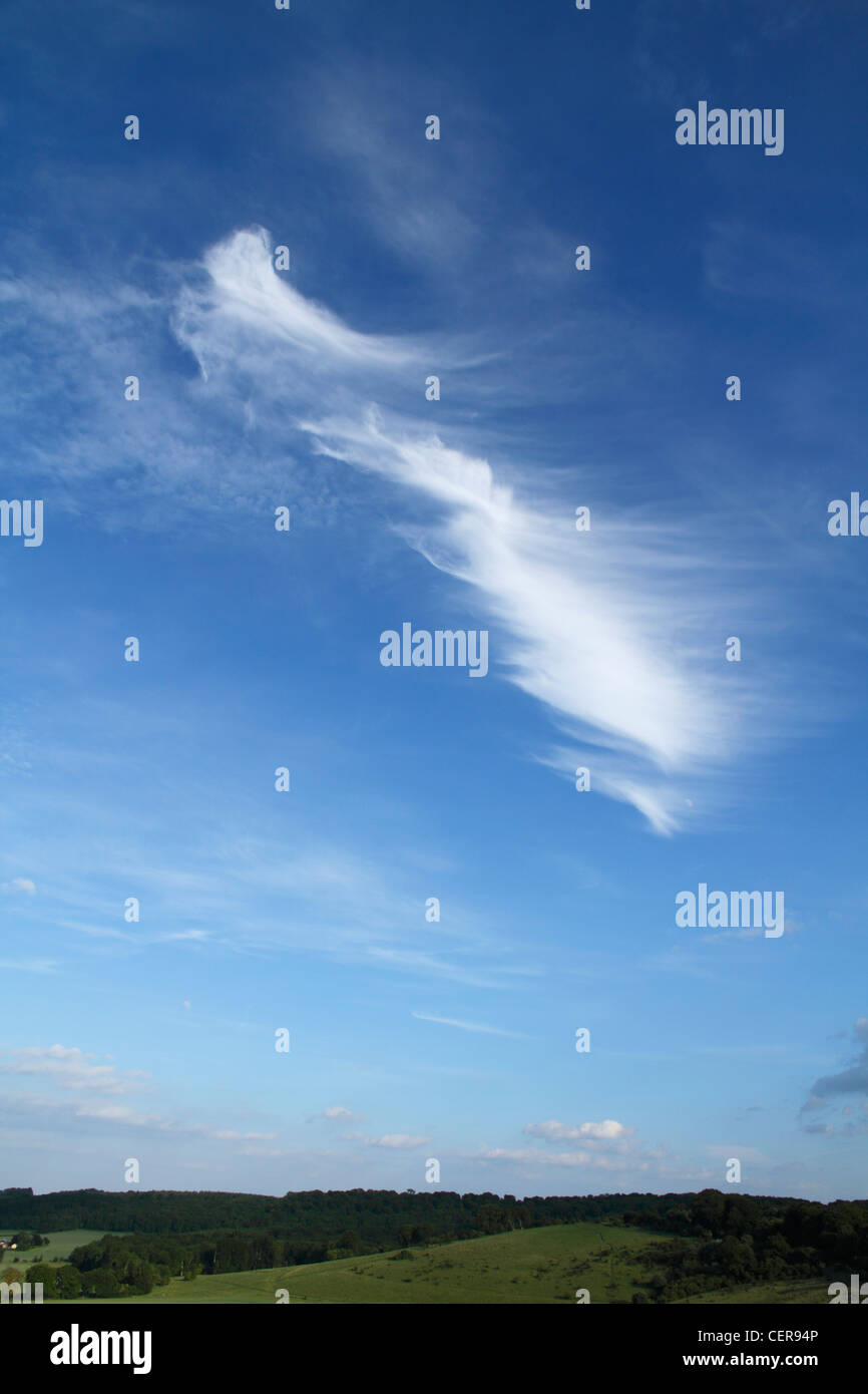 A whispy Cirrus cloud above the Chiltern Hills. - Stock Image