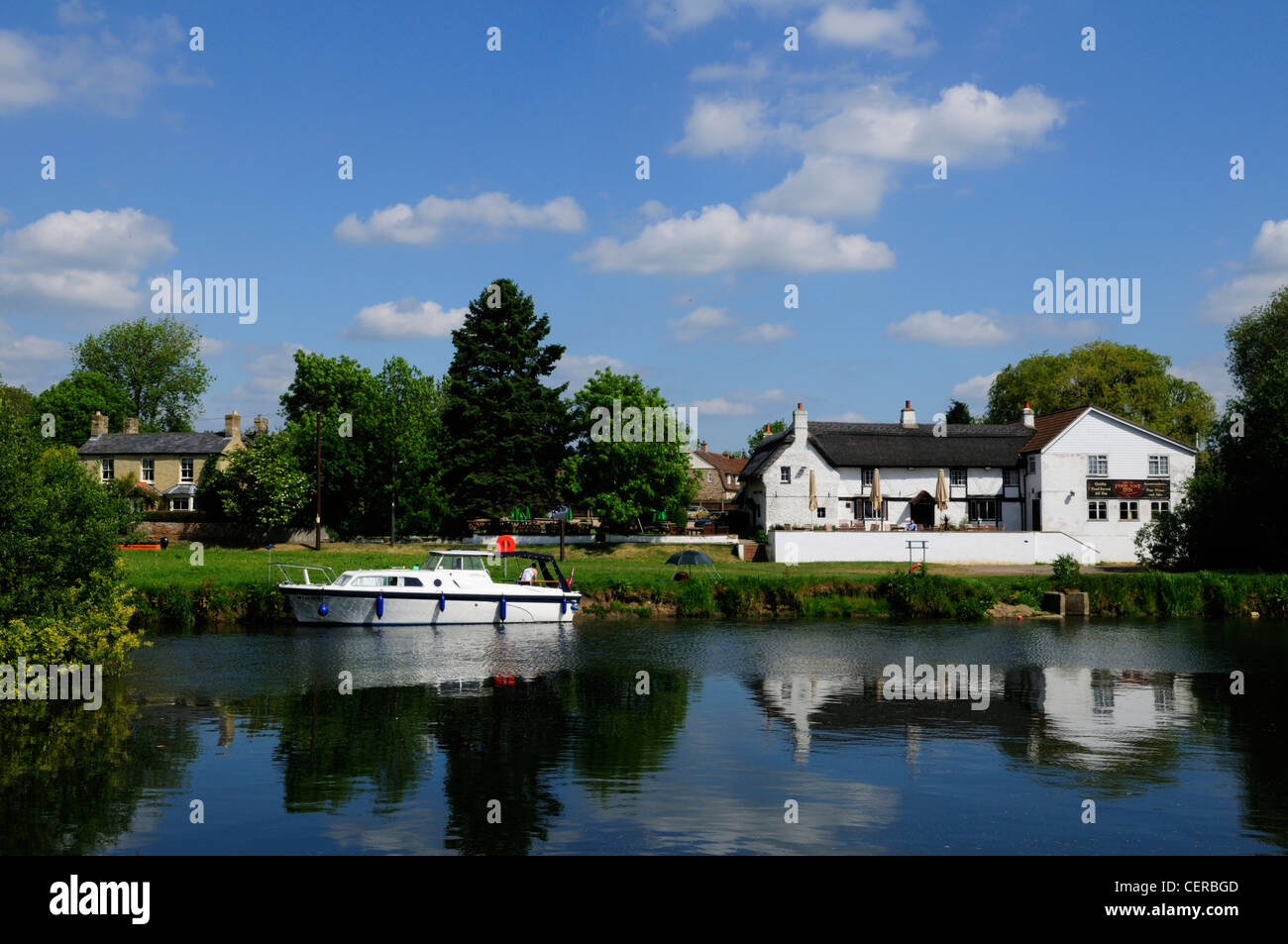 The Old ferry Boat Inn, England's oldest inn, by the River Great Ouse in Holywell. - Stock Image
