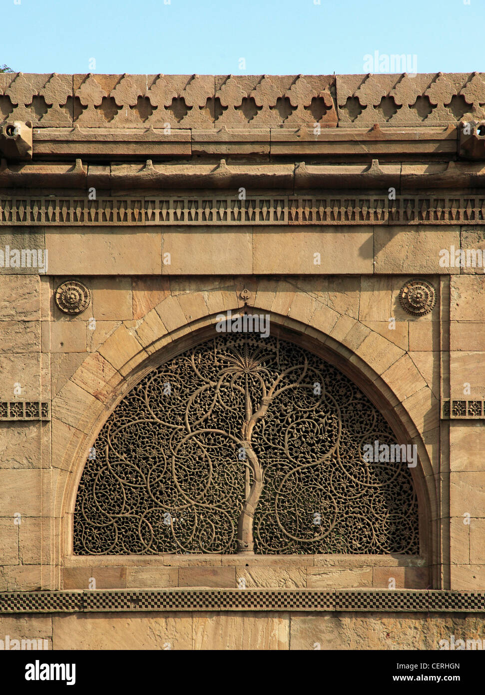 India, Gujarat, Ahmedabad, Sidi Sayad's Mosque, jaali, carved stone window, tree of life, - Stock Image