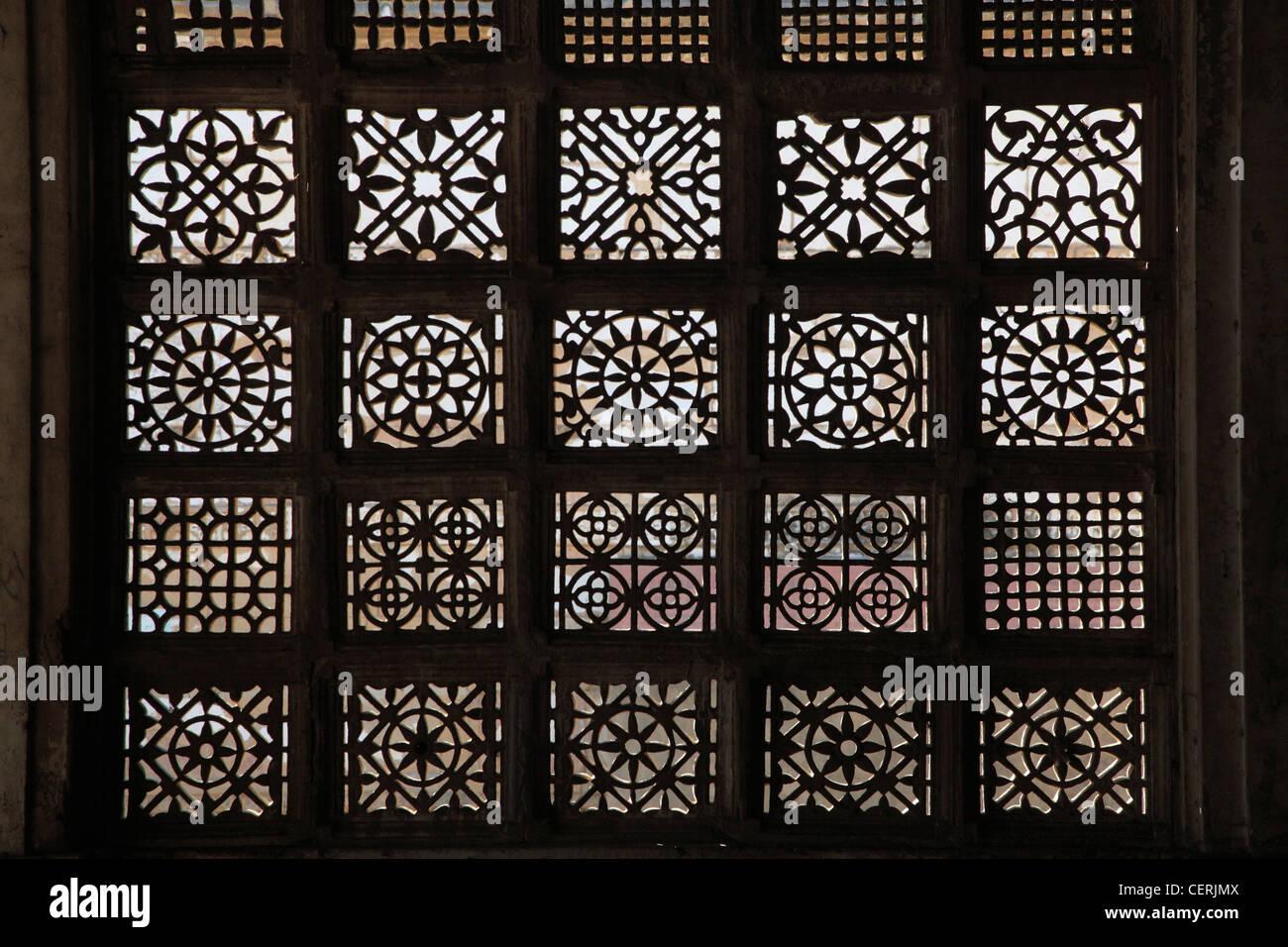 India, Gujarat, Ahmedabad, Sarkhej Rosa, jaali, carved stone window, - Stock Image