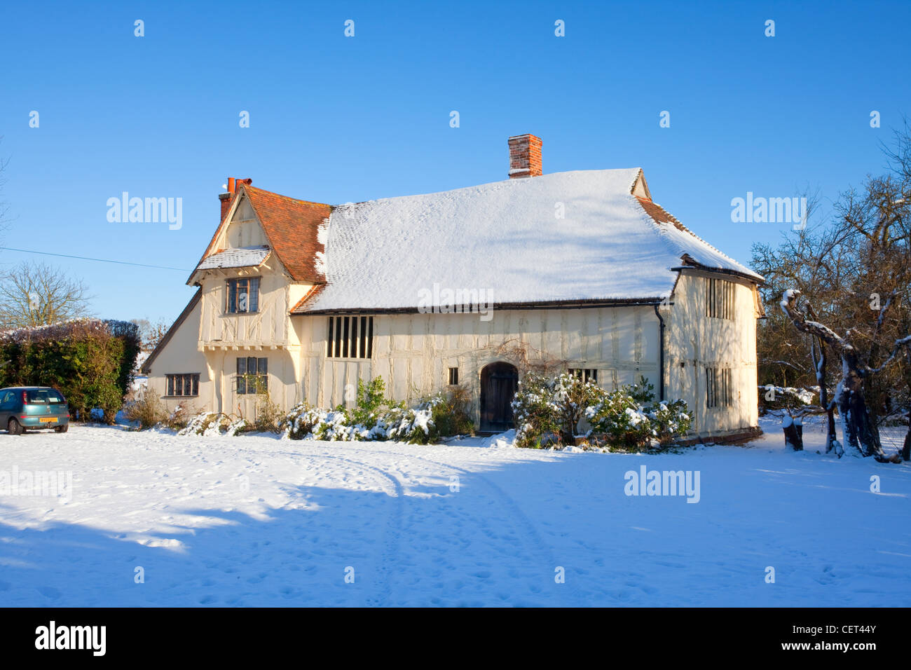 Snow on and around Valley Farm, a medieval Hall House built in the 15th century. It is the oldest building in Flatford. - Stock Image