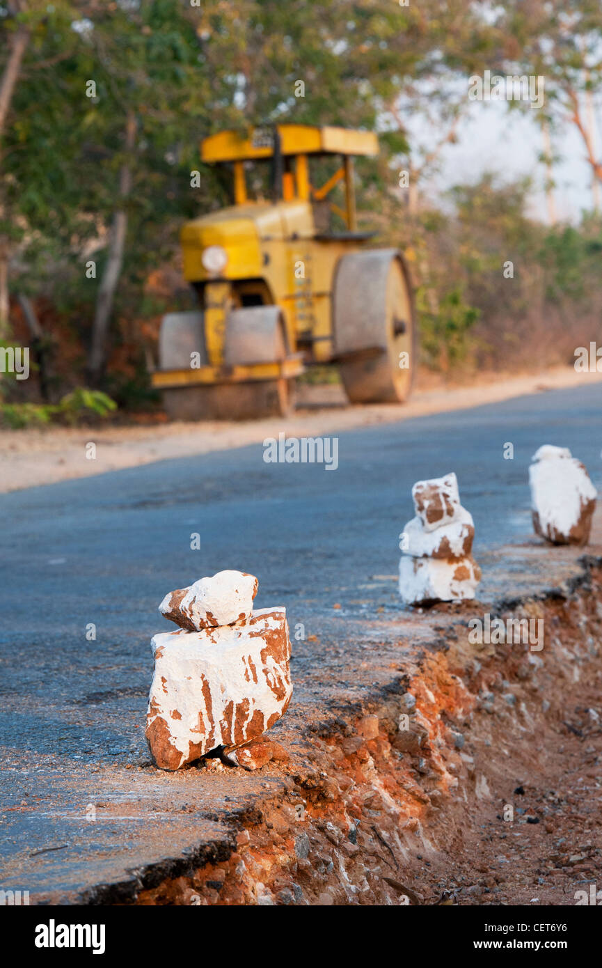 Rural indian road construction with steamroller in the background. Andhra Pradesh, India - Stock Image