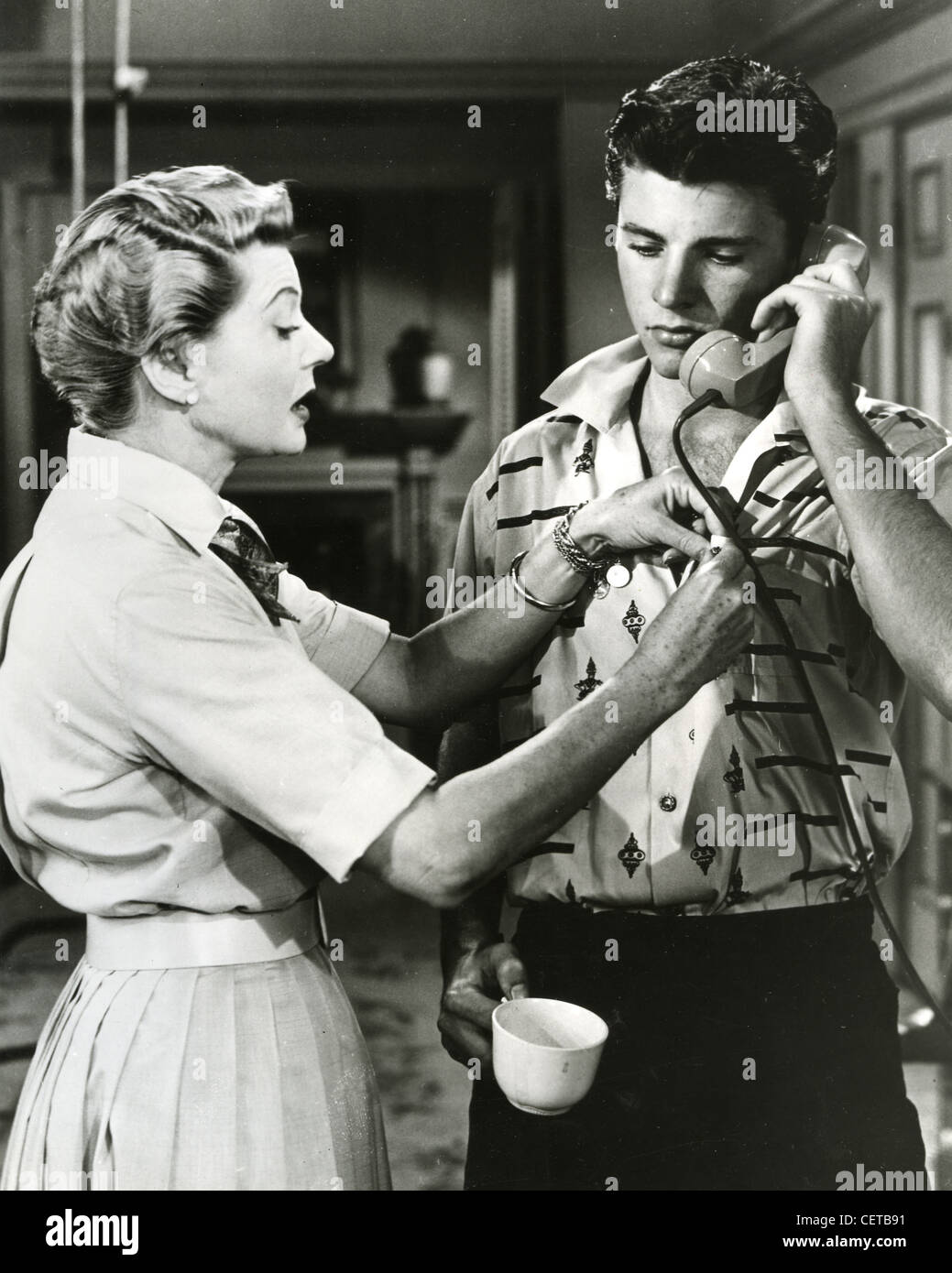 THE ADVENTURES OF OZZIE AND HARRIET  - Ricky Nelson and Harriet Hilliard in US TV series (1952-1966) - Stock Image