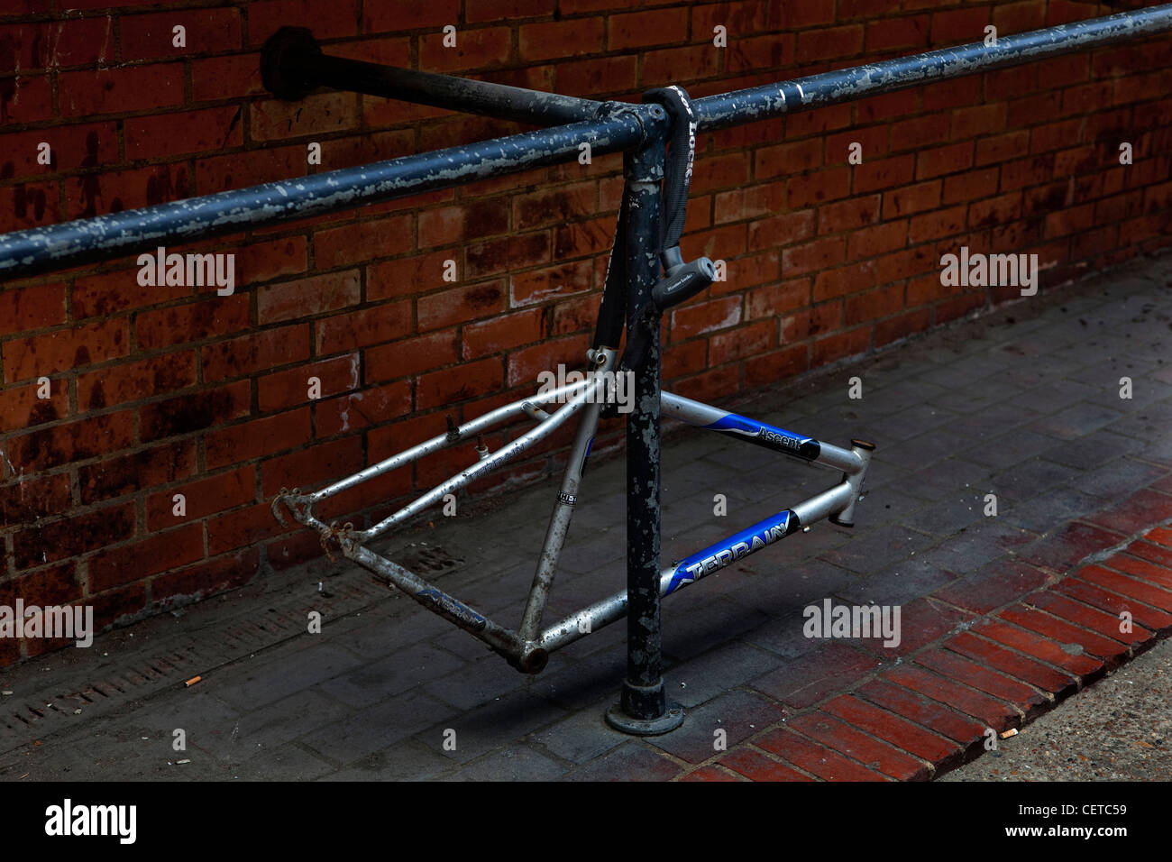 The frame remains of a stolen bicycle, London - Stock Image