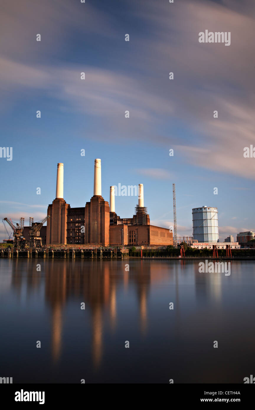 A view over the Thames to Battersea Power Station. Sir Giles Gilbert Scott was commissioned to design the building. - Stock Image