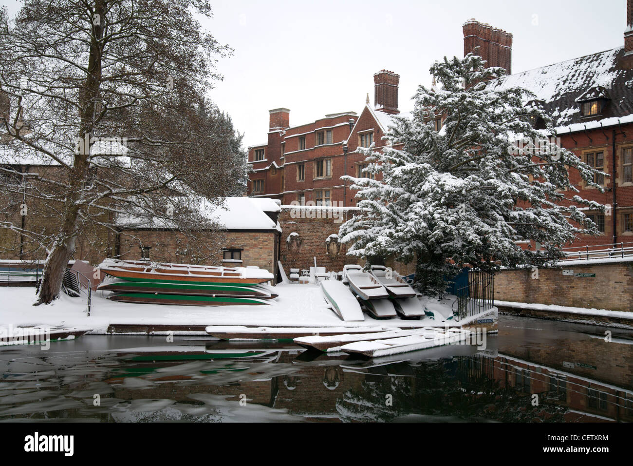 Trinity College Punts and River Cam in the snow, Cambridge - Stock Image