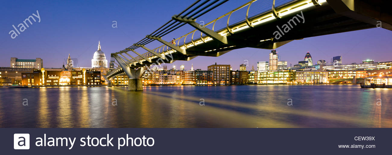 The Millennium Bridge over the River Thames, London. - Stock Image