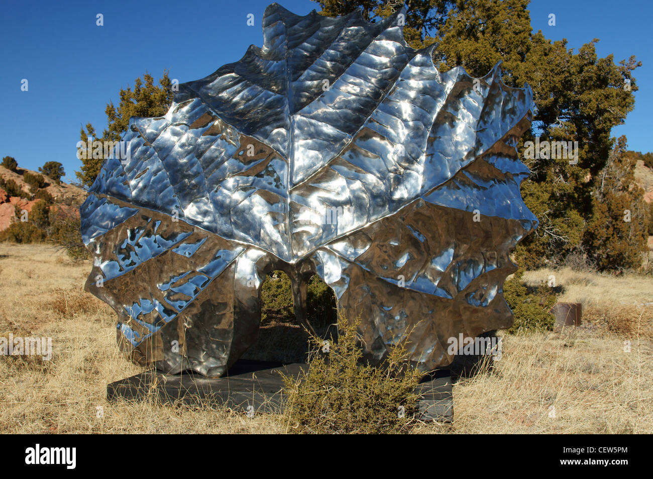 garden of the gods lone butte new mexico metal flower artwork nm sculpture center scenic convoluted geology - Stock Image