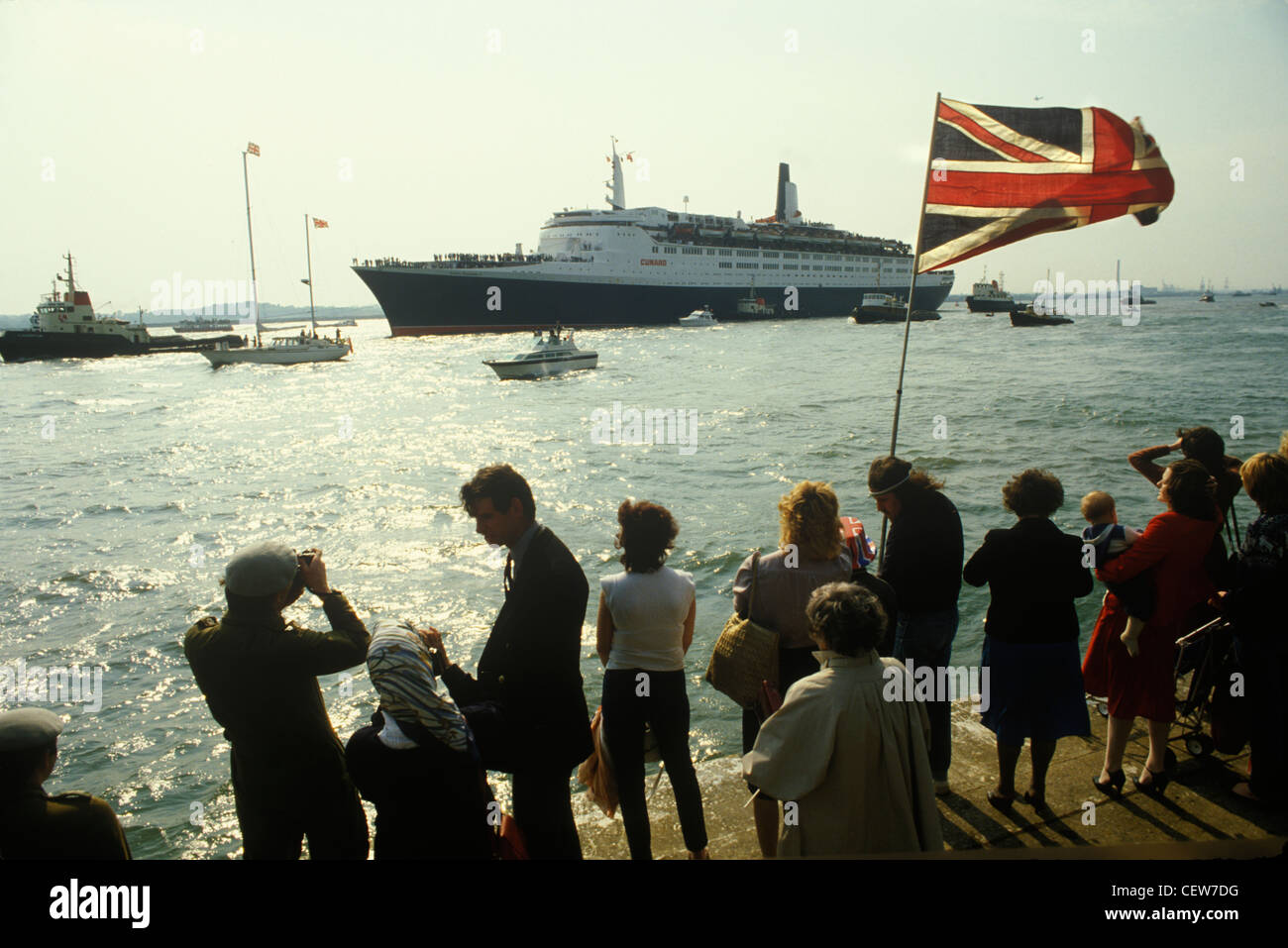 Queen Elizabeth II ii 2 QE2 sets sails for the Falklands. Family and friends send them on their way. HOMER SYKES - Stock Image