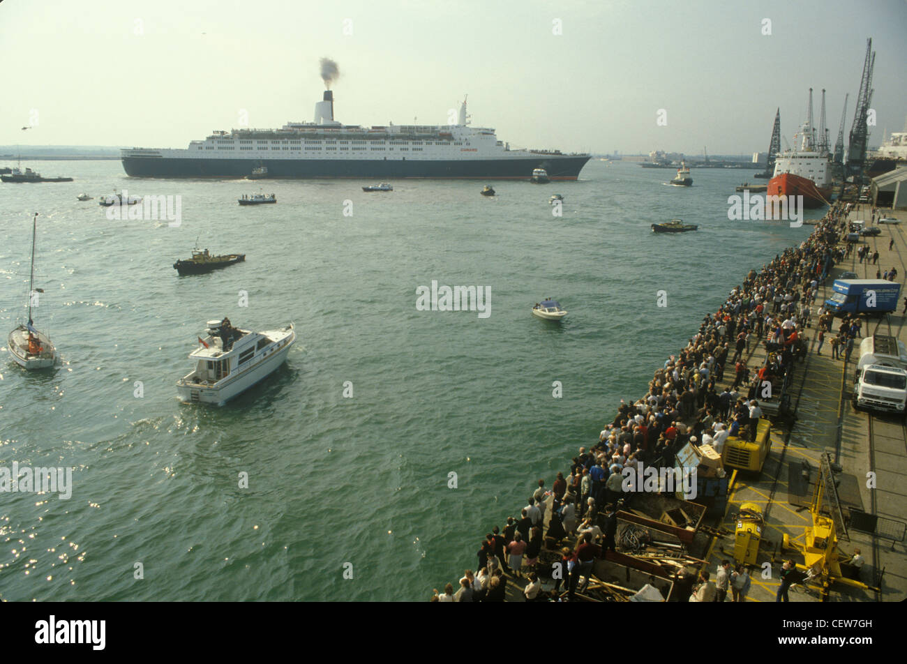 Queen Elizabeth 2 QE2 sets sails for the Falklands. Family and friends send them on their way. - Stock Image