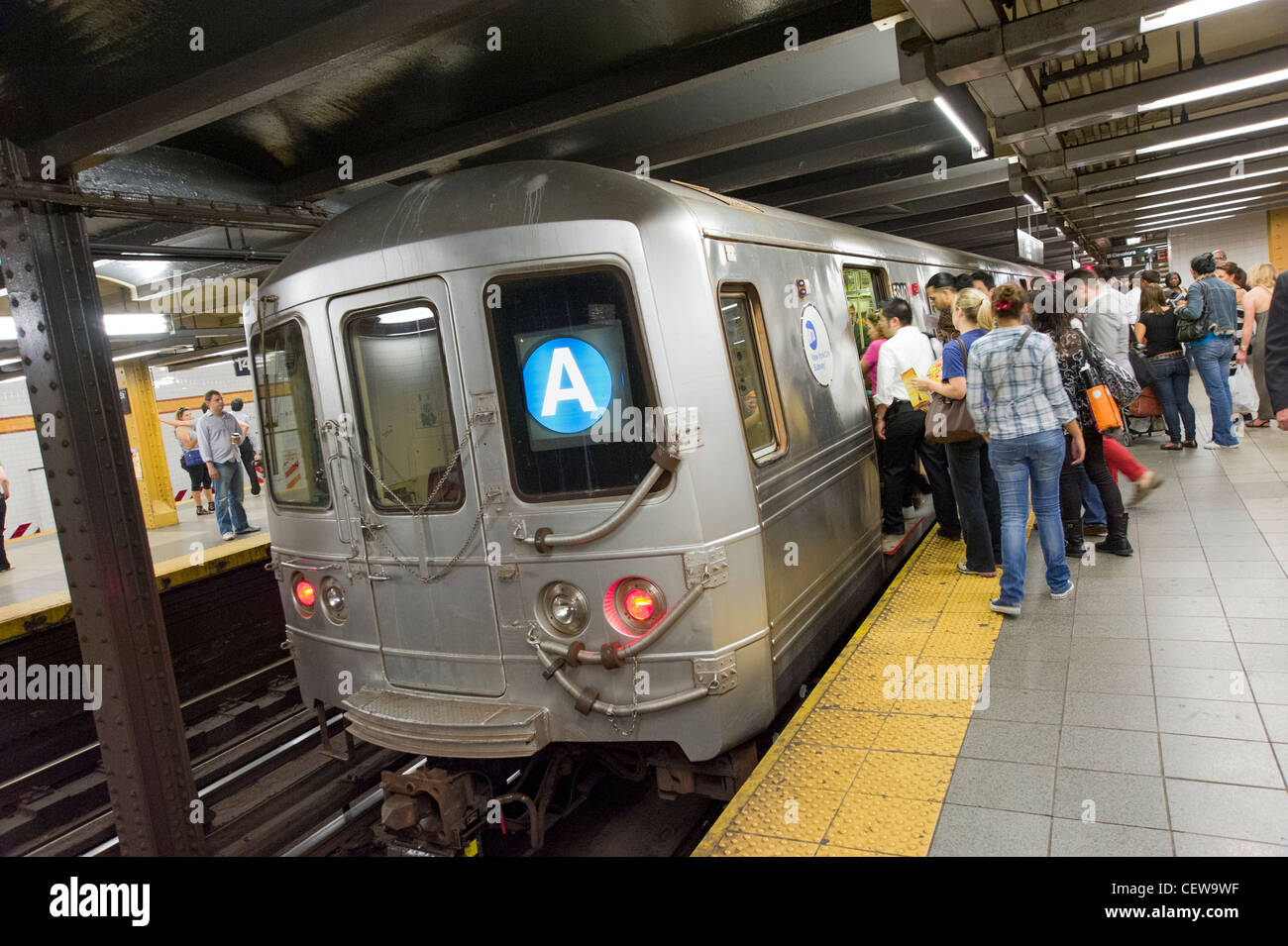 People boarding the A train New York subway line, New York City, USA - Stock Image