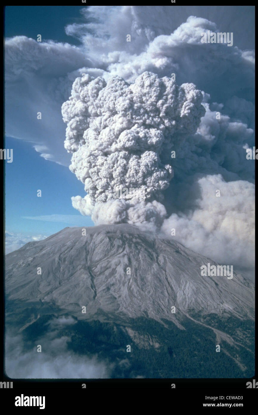 Five more explosive eruptions of Mount St. Helens occurred in 1980 (after May 18), including this spectacular event - Stock Image