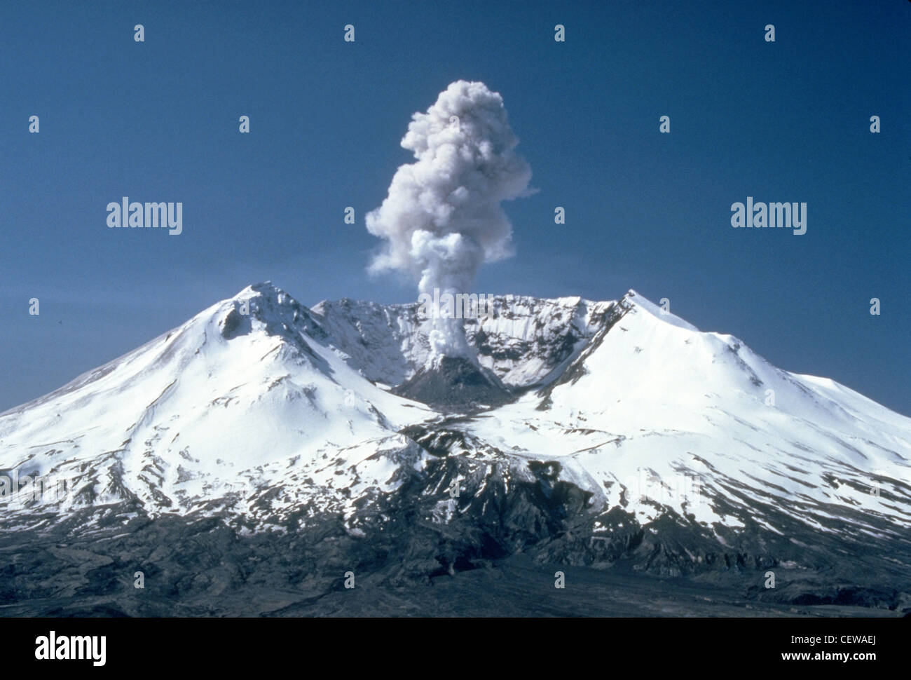 Plumes of steam, gas, and ash often occured at Mount St. Helens in the early 1980s. On clear days they could be - Stock Image