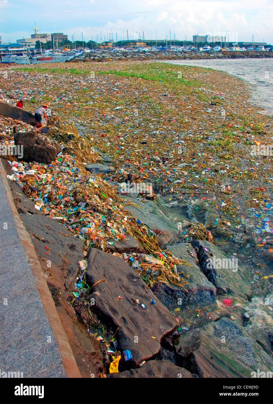 Rubbish and waste floating along the famous tourist attraction, Manila bay, Roxas Boulevard, Philippines. - Stock Image