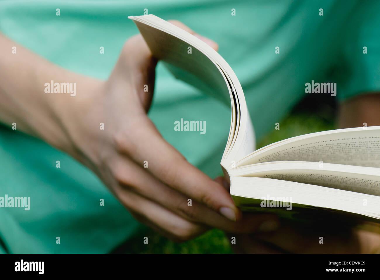 Man reading book, close-up - Stock Image