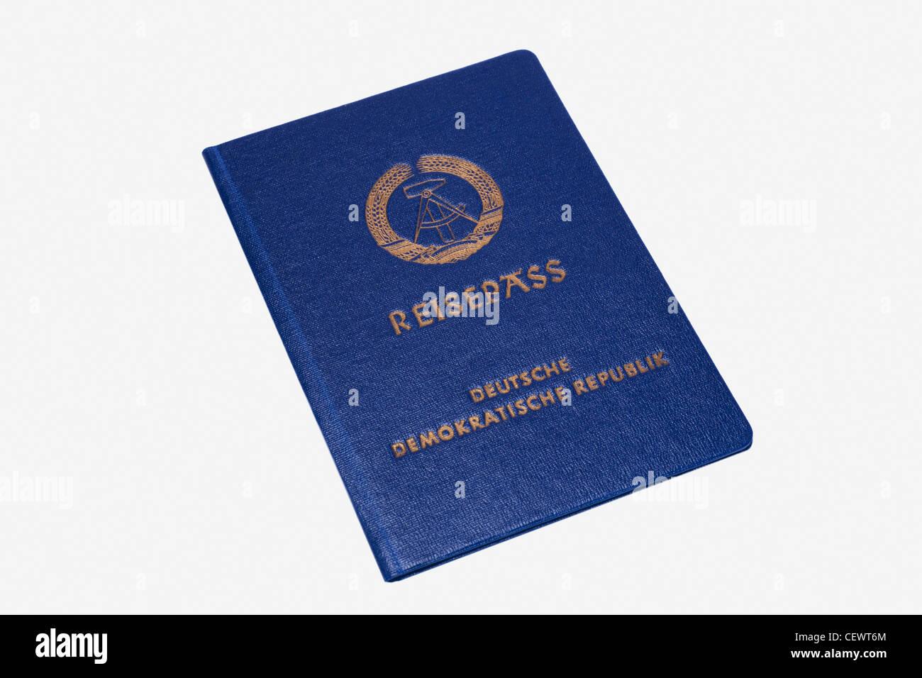 Detailansicht eines Reisepasses der DDR ausgestellt am 10.05.1988 | Detail photo of a passport from GDR, issued - Stock Image