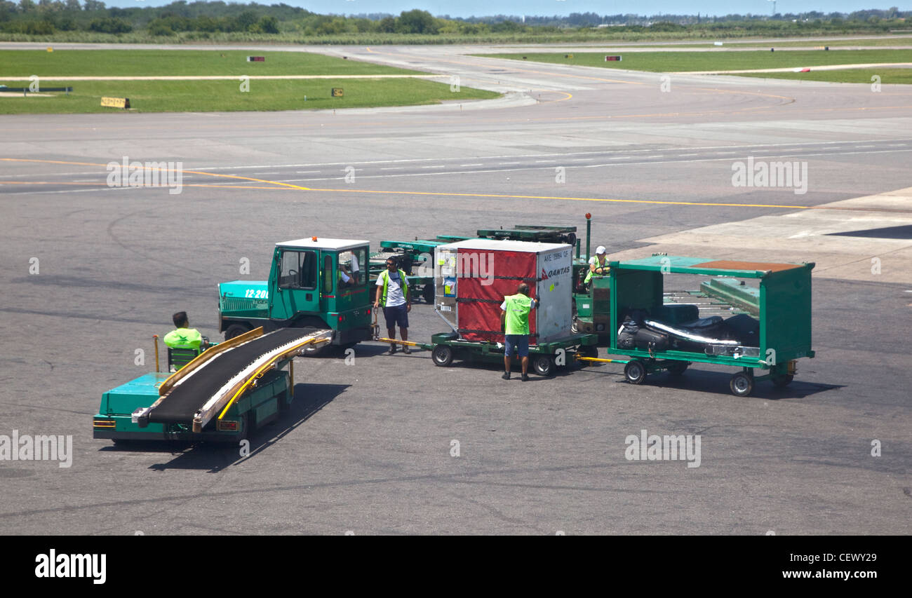 Baggage Handlers at Ministro Pistarini Airport, Buenos Aires, Argentina - Stock Image