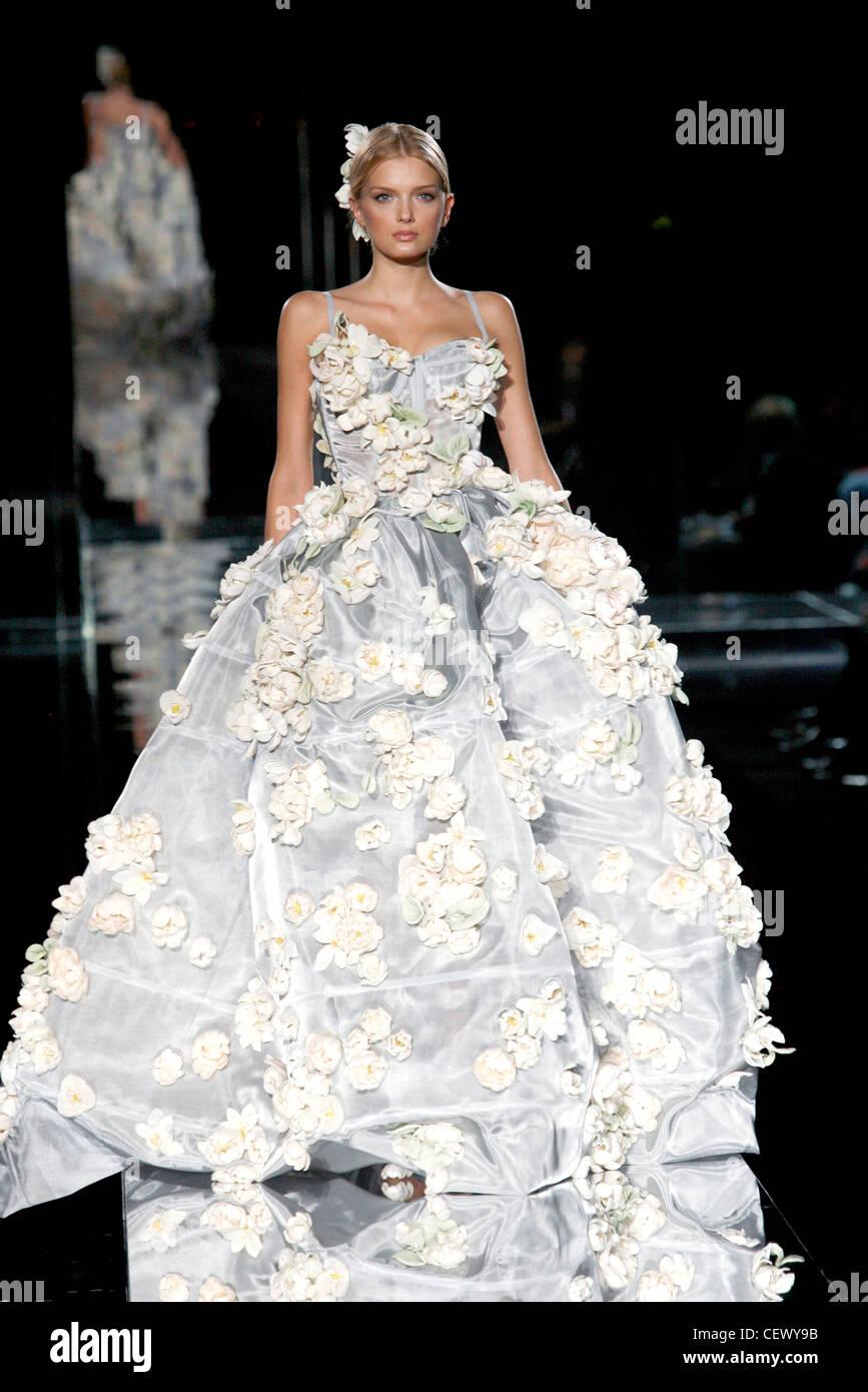 Vestiti Da Sposa Dolce E Gabbana.Dolce Gabbana Milan Ready To Wear Spring Summer Voluminous Grey
