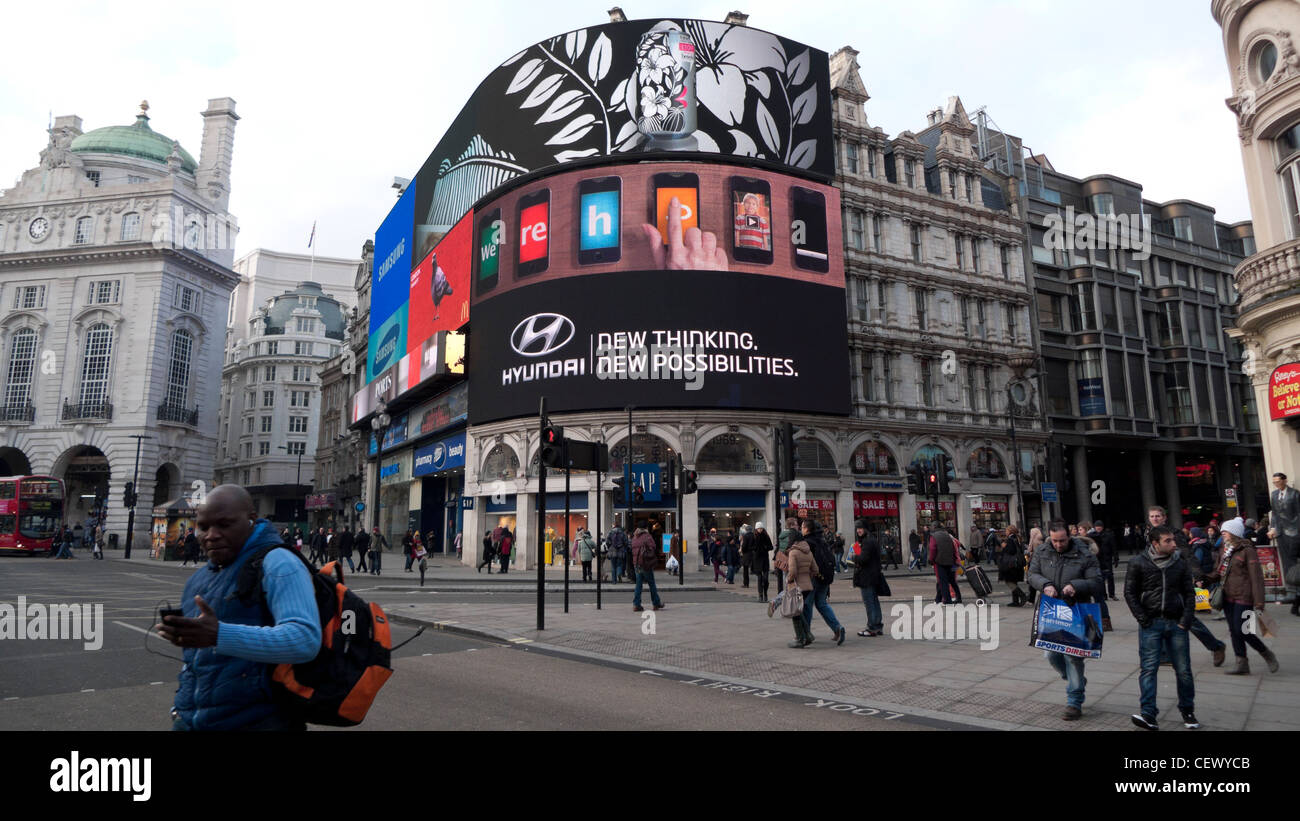 Pedestrians at an intersection and a Hyundai car Advertisement Piccadilly Circus in London England UK  KATHY DEWITT - Stock Image