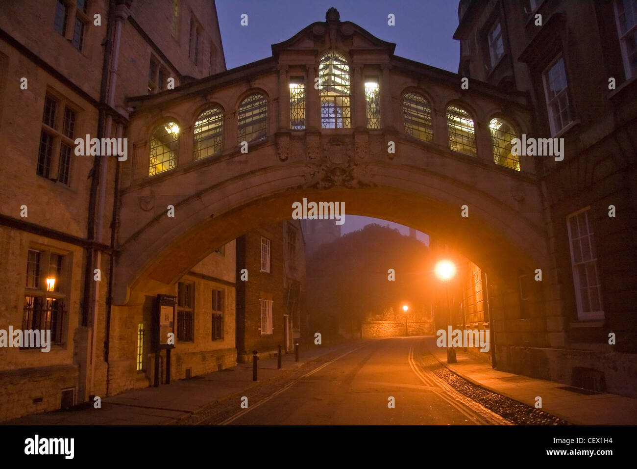 The Hertford College Bridge of Sighs in Oxford before sunrise. - Stock Image