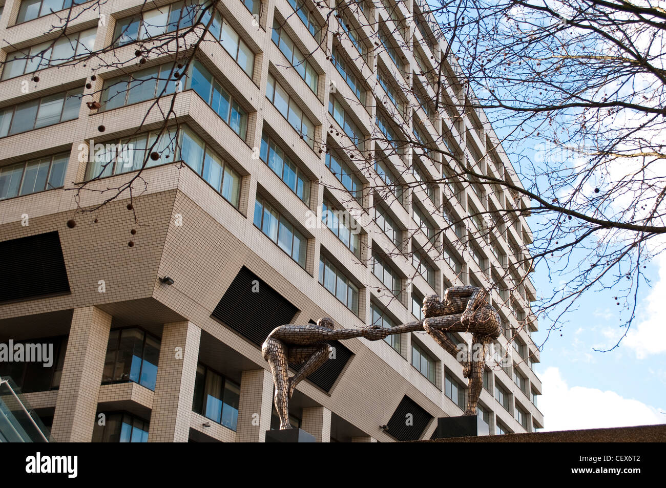 Public sculpture by Rick Kirby 'Cross the Divide', at St Thomas' Hospital, London, UK - Stock Image