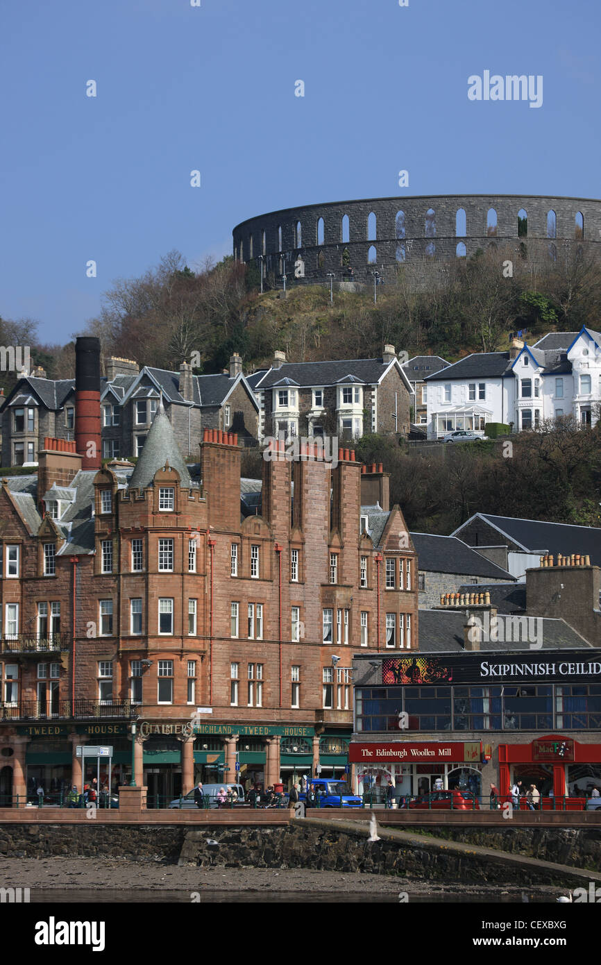 McCaig's folly dominating the skyline in the Scottish town of Oban - Stock Image