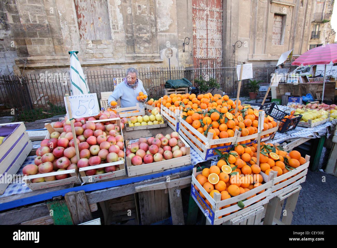 Traditional Ballarò market, Palermo, Italy - Stock Image